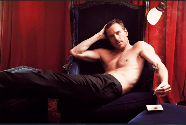 michael-fassbender-smoking 2