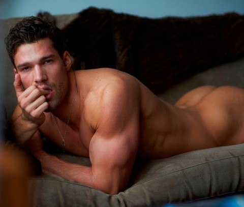Aaron-OConnell-by-Mariano-Vivanco