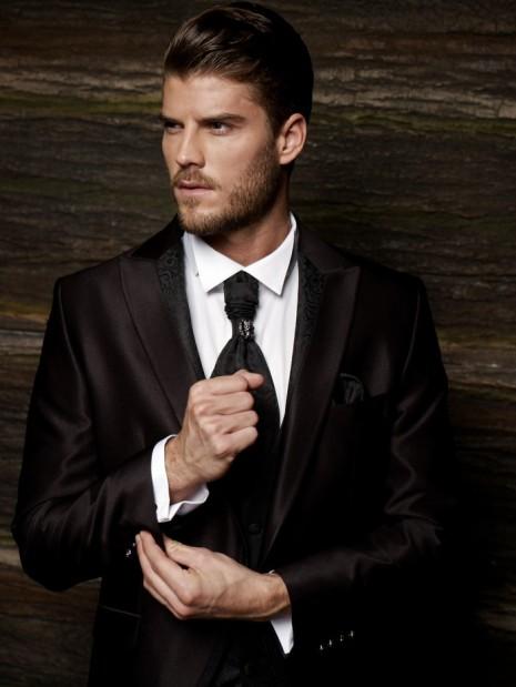 Kevin Lutolf suit